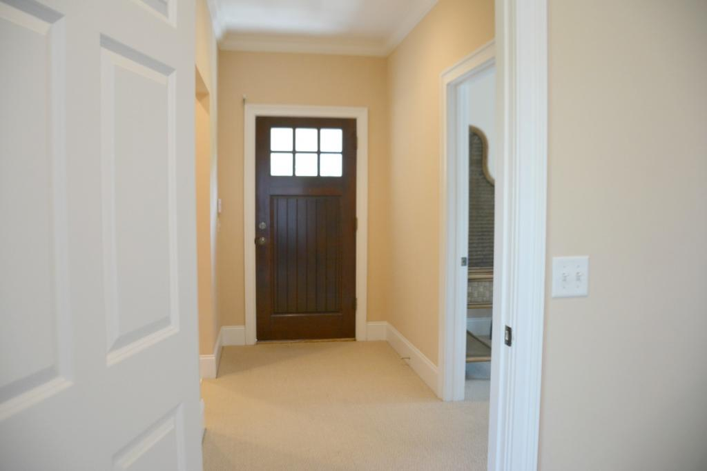 Foyer to 2 bedrooms
