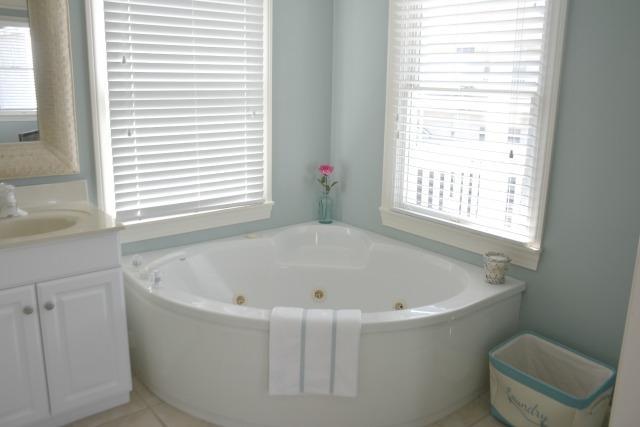 2nd BR Bath - Whirlpool Tub / Stall Shower