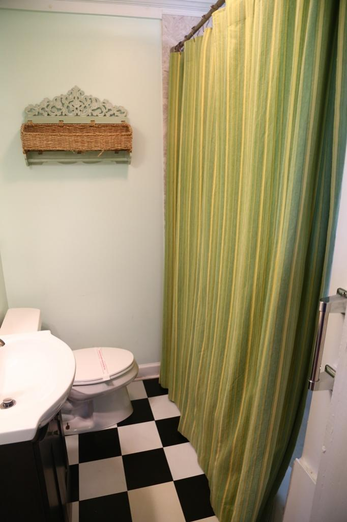 1st bedroom bath