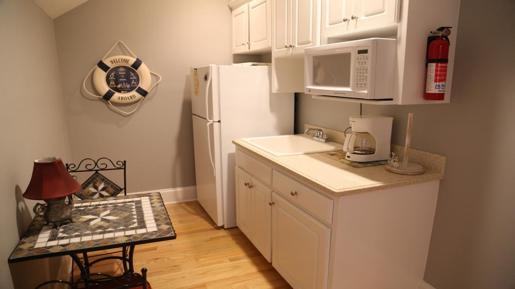 2bd BR with private bath