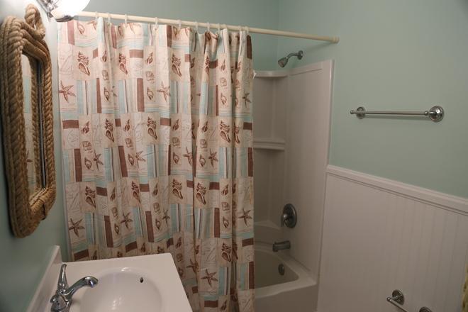 2nd Upstairs hall bath