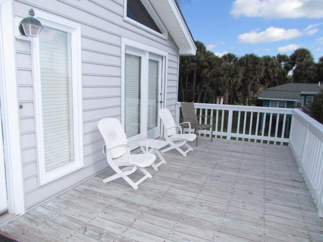 Sundeck facing ocean