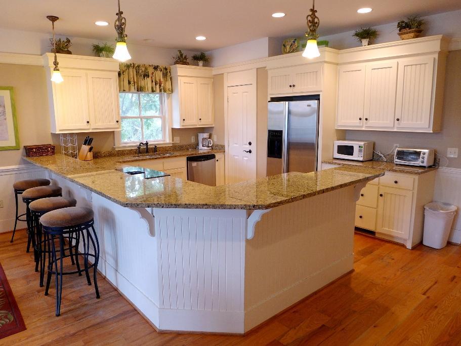 Great Room - Kitchen & Breakfast bar